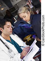infirmier, conseiller, docteur, sur, arrivant, patient