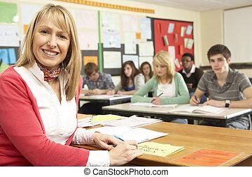 adolescente, estudiantes, estudiar, en, aula, con, profesor