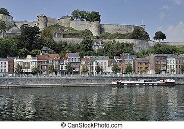cittadelle and meuse bank, namur - foreshortening of houses...