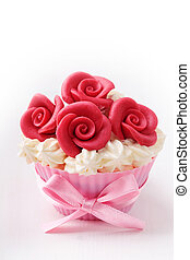 Cup cake with red roses