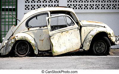 car - old wreked car