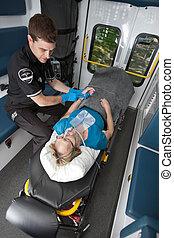 ambulancia, interior, paciente