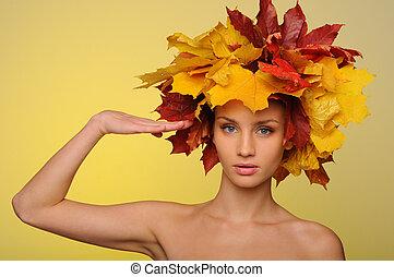 hermoso, otoño, hojas, mujer, saludar