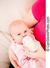 Artificial feeding of children. - Feeding of the chest baby...
