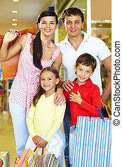 Happy shoppers - Portrait of happy parents and children...
