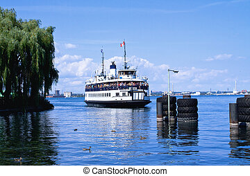 Ferry to Central Island - Ferry closing in to the dock of...