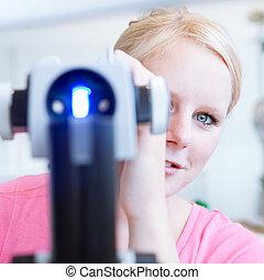 optometría, concepto, -, retrato, joven, bastante,...