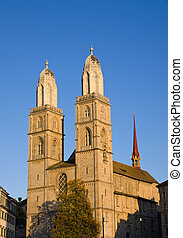 The Grossmunster in the evening sun - The Grossmunster in...