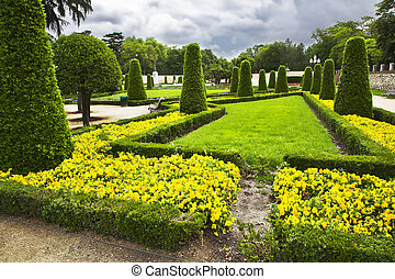 Freakish trees and flower beds - Freakish trees, flower beds...
