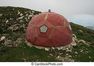 Mountain Shelter - Dome shelter in Piatra Craiului...