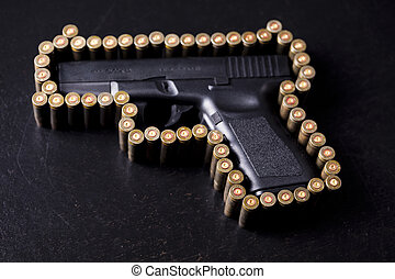 Automatic handgun - Ammunition and automatic handgun