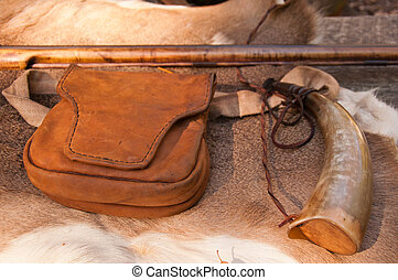 American Revolutionary War rifle and accessories - A vintage...