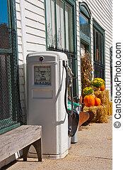 Vintage Gas Pump with 99c per gallon gas. - Retro gas pump...