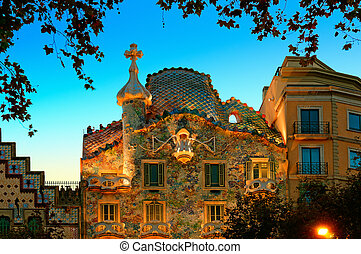 Casa Batllo at night.