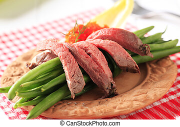 Roast beef and string beans - Strips of roast beef and...