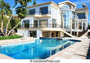 Luxurious villa and swimming pool in Cyprus