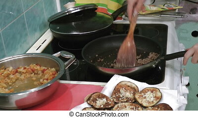 Cooking meat mess - Cooking minced meat on cooker