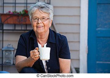3º edad, mujer, teniendo, té