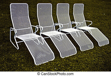 chairs in harmonic row
