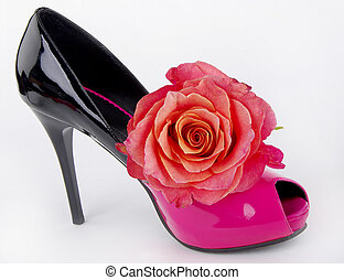 Elegant shoe with rose