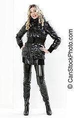 posición, Llevando, mujer, botas, negro, ropa