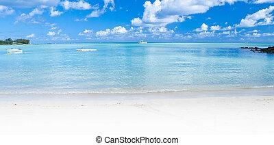 Panoramic Ocean view in the tropics