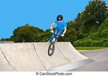 Menino, tem, divertimento, seu, BMX, skatepark
