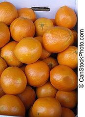 oranges in a fruit