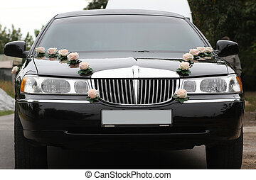 Decorated wedding limousine from the front - Photo of the...
