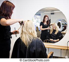 Hair Salon situation - Situation in a Hair Salon