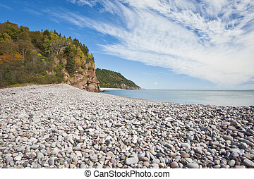 Fundy Trail - Stony beach along the Fundy Trail on the Bay...
