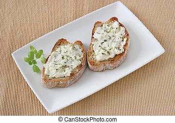 Tostadas, crema, queso
