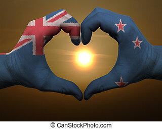 Zelândia, Coração, feito, Amor, colorido, mostrando, Novo, bandeira, gesto, mãos, durante, Símbolo, amanhecer