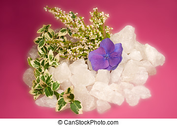 Autumnal rock crystal with ivy and blossom