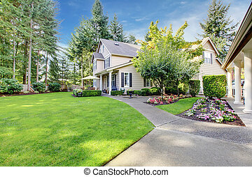 Beige house with a large back yard - Beige house with walk...
