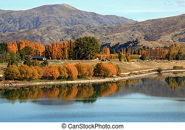 ake dunstan reflection - panorama of lake dunstan reflection...