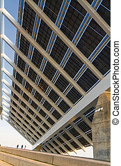 Solar panels - Gigantic solar panels work closely