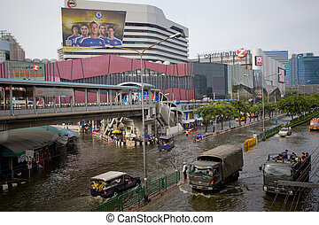 Thai flood hits Central of Thailand - BANGKOK, THAILAND -...