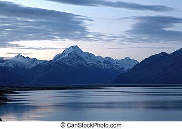 Mount cook and lake pukaki after sunset New Zealand