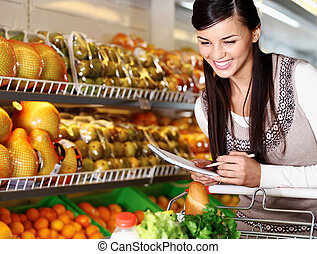 Woman in supermarket - Image of pretty woman choosing...