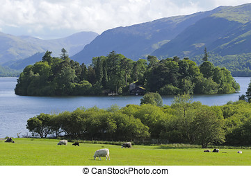 Derwent Water - View across Derwent Water towards Borrowdale...