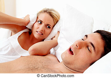 snore while sleeping - couple in scvhlafzimmer. husband...