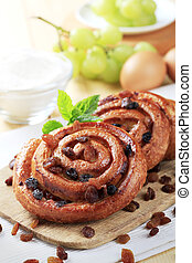 Pains aux raisins - Puff pastry swirls with raisins