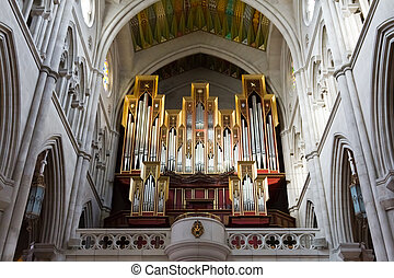 The organ of Madrid's cathedral - The golden and silver...