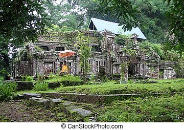Wat Phu in Laos - Old Wat Phu temple in Champasak, Laos