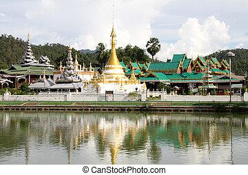 Wat Chong Kham, Mae Hong Son - Wat Chong Kham and Wat Chong...