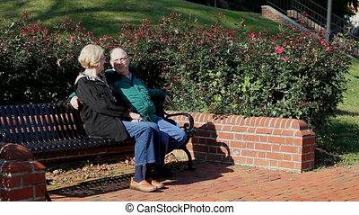 anziano, coppia, seduta
