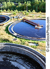 Big round water treatment settlers - Water treatment...