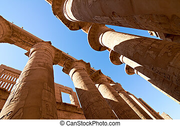 Great hypostyle hall with giant lotus columns - Great...