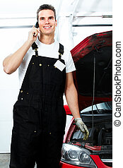 Auto mechanic calling by phone.